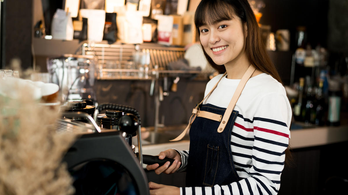 Woman working in a coffeeshop
